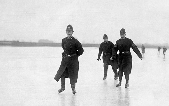 police-thames-ice-_3372159b (1)