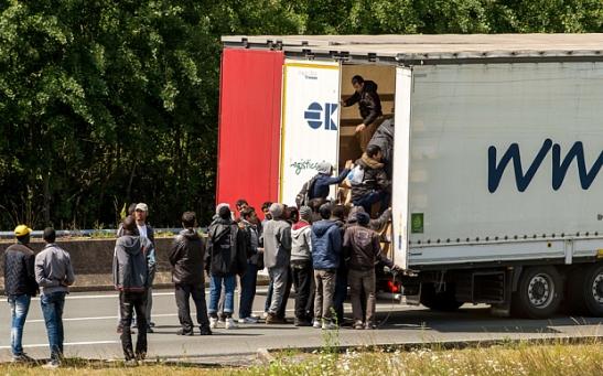 calais-lorries_3351148b