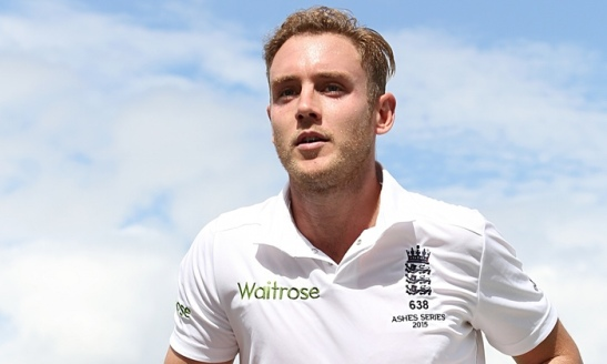 Englands-Stuart-Broad-lea-009