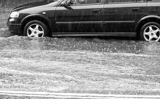 Flooded_road_E4YBR_3405280b