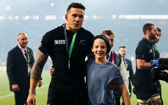 Strictly Editorial Use Only - No Merchandising.  Mandatory Credit: Photo by Rogan Thomson/JMP/REX Shutterstock (5333666cj)  New Zealand replacement Sonny Bill Williams helps up a young boy who is tackled by security after New Zealand win the match 34-17 to become 2015 World Cup Champions. He later gives the boy his World Cup Winners Medal  RWC 2015 FINAL New Zealand v Australia, United Kingdom - 31 Oct 2015
